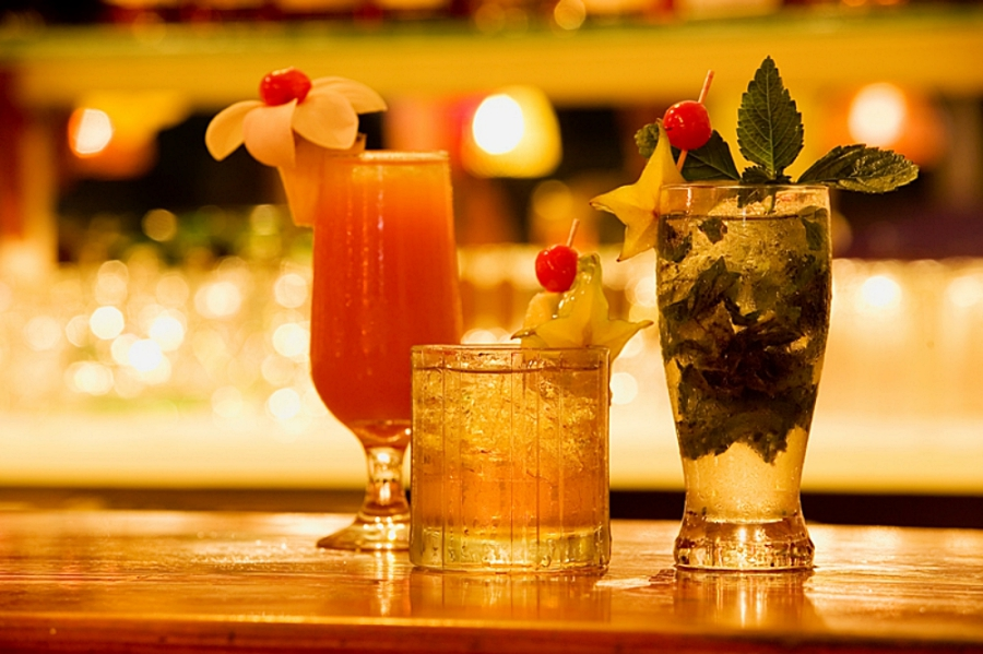 razmataz mixed drinks happy hour