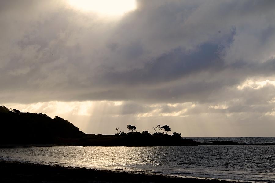 Dawn Cas en Bas Beach